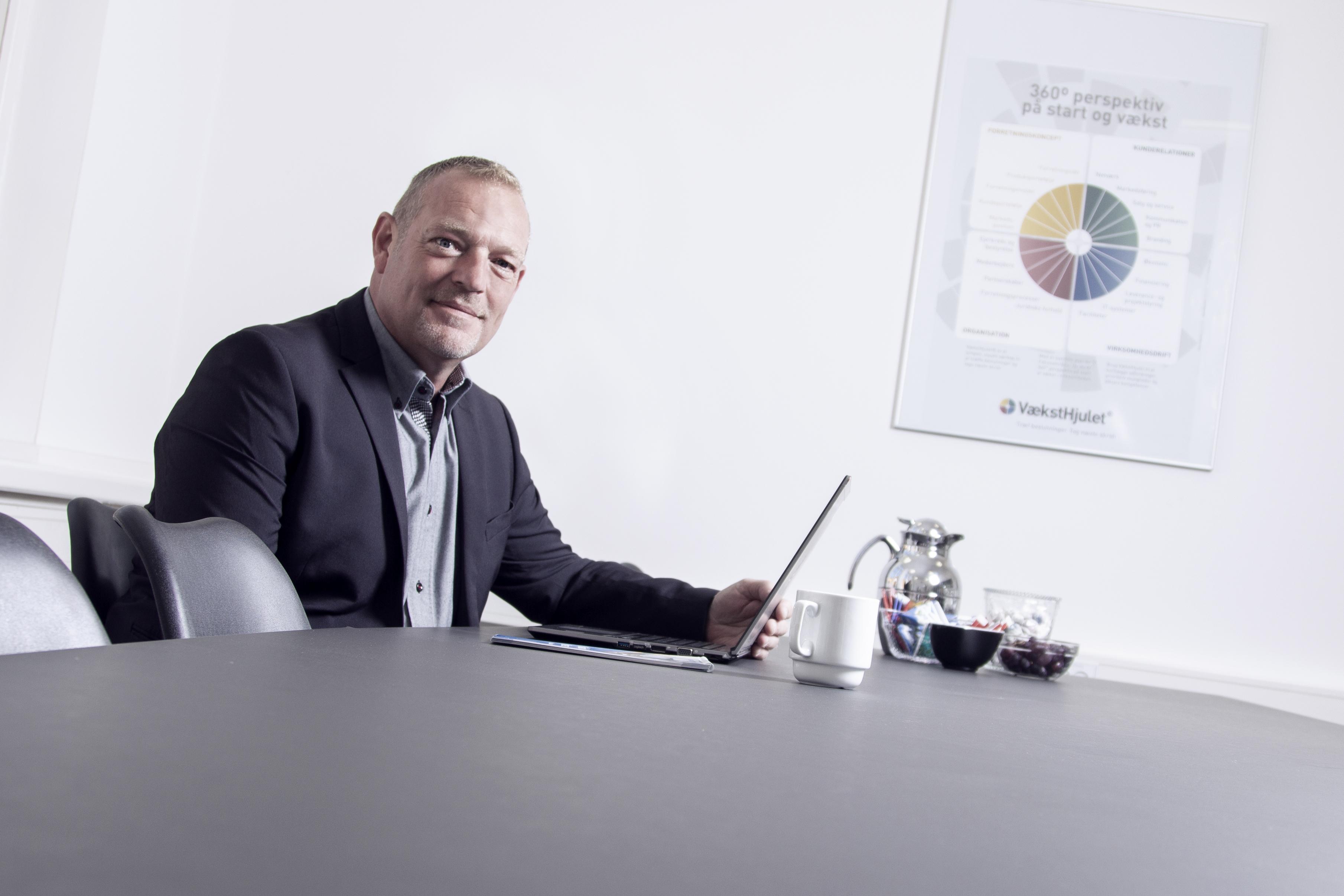 https://businessaabenraa.com/wp-content/uploads/2019/01/Michael-Dinesen-ivaerksaettervejleder-farve.jpg